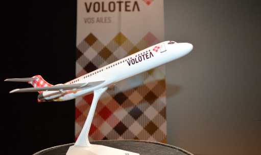 Figurine avion Volotea